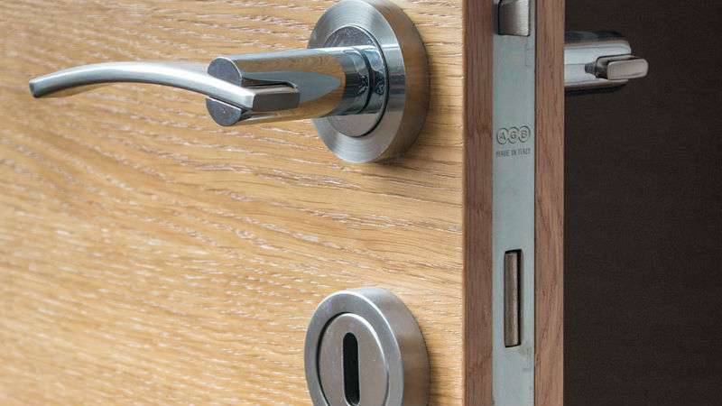 How to Be Sure to Pick a Trustworthy Locksmith to Help With Your Commercial Locksmith Service you Need